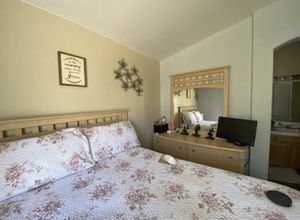 Queen bed set for Sale in Pumpkin Center, CA