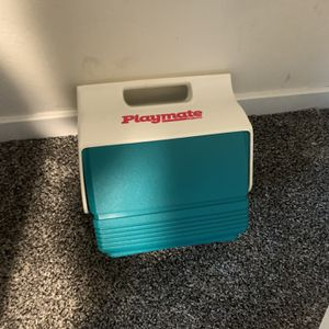 Igloo Mini Cooler And Yeti Ice Pack Brand New for Sale in Fallbrook, CA