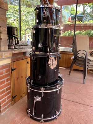 Drum set with Evans and Aquarian Heads 3 toms 1 bass drum w Tom hardware for 2 toms for Sale in Castro Valley, CA