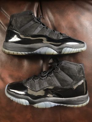 Air Jordan 11 Retro Cap and Gown Size 10 for Sale in Chicago, IL