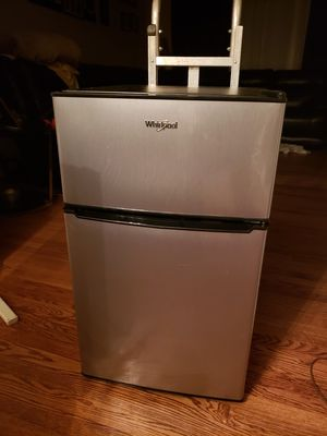 ICE COLD MINI WHIRLPOOL W/ SEPARATE FREEZER $120OBO & GREENWORKS BRAND VERY STRONG ELECTRIC LEAF BLOWER $50OBO for Sale in Cockeysville, MD