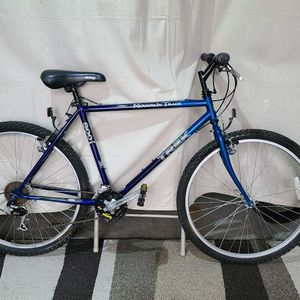"""Trek 800 mountain bike. 26"""" wheels, Lg 19"""" frame. DELIVERY AVAILABLE. for Sale in Mendon, MA"""