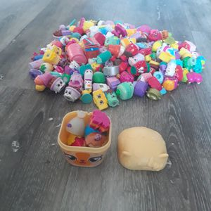 Toys - Shopkins 5 Piece Lot - All Picked At Random with Random Animal Container for Sale in Longmont, CO