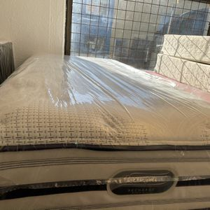 SIMMONS BEAUTYREST TWIN XL MATTRESS & BOX SPRING BED SET for Sale in Portland, OR