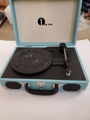 VINTAGE STYLE TURNTABLE RECORD PLAYER for Sale in Parlier, CA