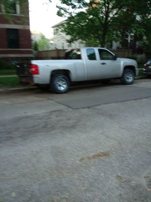 2009 Chevy Silverado 4 x 4 runs great looks great with liftgate new tires low miles for Sale in Chicago, IL
