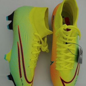 Nike Soccer Cleats Size 6.5 for Sale in Miami, FL