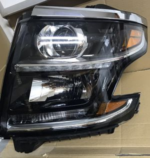 2014-18 Chevy Tahoe Right headlight for Sale in Dallas, TX