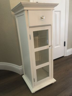 Small Cabinet, White for Sale in Yorba Linda, CA