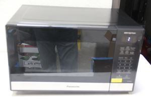 Microwave Oven countertop Panasonic 1.3 Inverter NN- SC668S Like New for Sale in Chino, CA