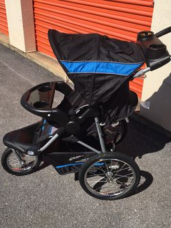 Baby Trends Car Seat w/base And Jogging Stroller for Sale in Stone Mountain,  GA