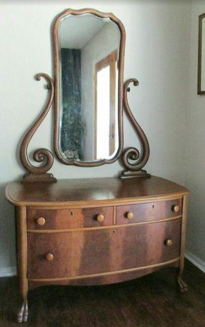 Antique dresser with mirror for Sale in Peoria, AZ