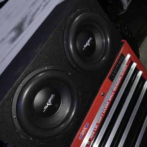 Skar Audio 12in subwoofers with sealed box for Sale in Lorena, TX