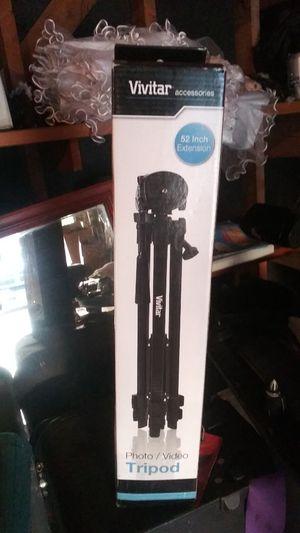 Vivitar 52inch extension tripod for Sale in Dallas, TX