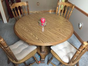 Kitchen table for Sale in Clayton, IN