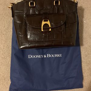 Barely Used Dooney And Bourke Purse for Sale in Manor, TX