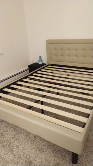 Queen size bed frame for Sale in North Royalton, OH