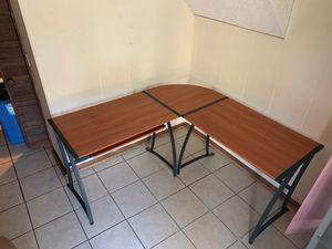 Corner computer desk for Sale in Nashville, TN