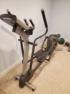 Life Fitness Elliptical (Mint Condition) for Sale in Carlisle, MA