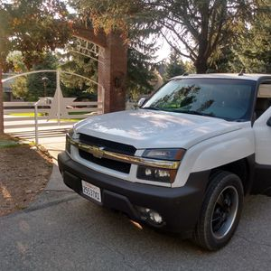 02 chevy avalanche for Sale in Fontana, CA