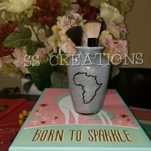 Holographic Africa Makeup Brush Holder for Sale in Riverview, FL