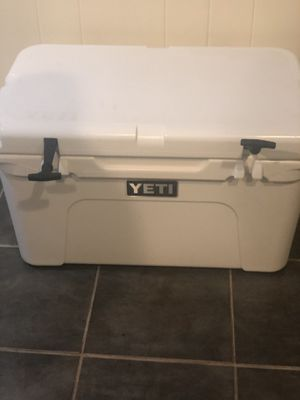 Brand new . Yeti cooler 45 . Was given too me but never used. for Sale in Silver Spring, MD