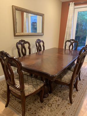Formal dining table with 4 chairs plus area rug for Sale in Irvine, CA