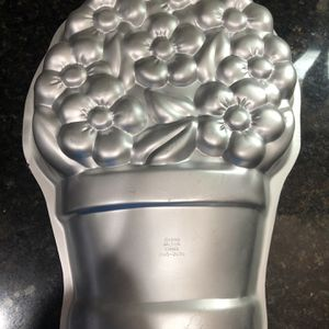 New Never Used Wilton Flower Pot Cake Pan for Sale in Southlake, TX