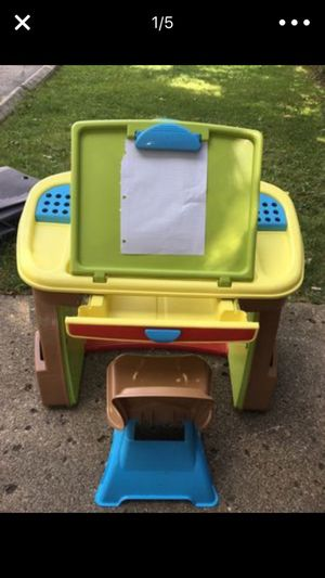 Little kids Play desk for Sale in Dearborn, MI