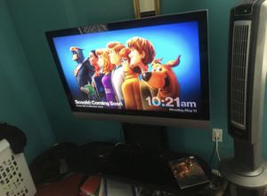 50 inch HD flatscreen Polaroid TV & Tv stand for Sale in Fort Washington, MD