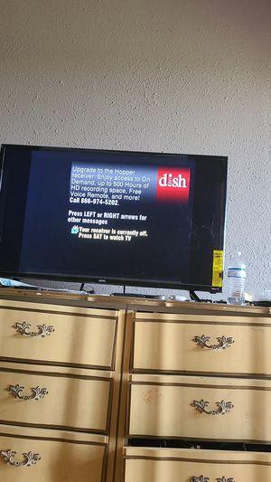 Roku onn tv 40 inch for Sale in Cedar Creek, TX