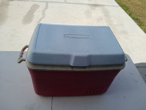COLEMAN RUBBERMAID COOLER for Sale in Cape Coral, FL