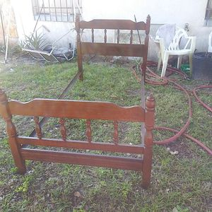 Vintage Wood Twin. Bed (set of 2) for Sale in Haines City, FL