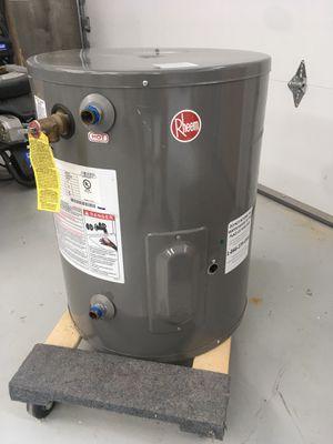 20 gal water heater for Sale in Redmond, WA
