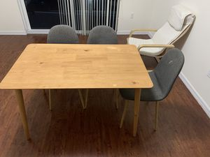 Table and chairs for Sale in Miami, FL