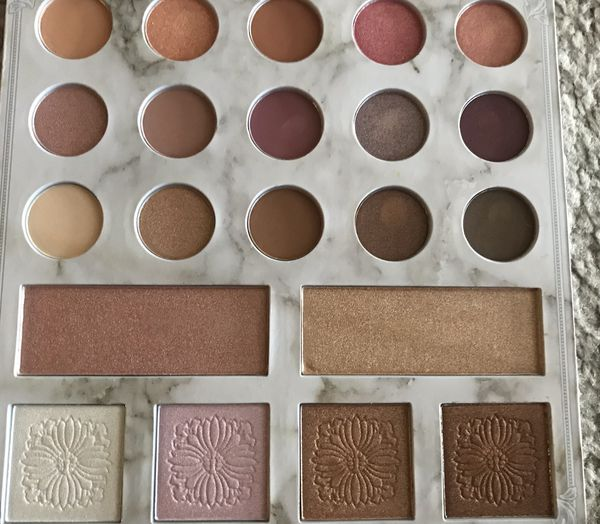 Carli Bybel Deluxe Edition shadow & highlighter palette