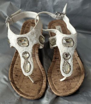 """Simply Vera White Thong Strap Buckle Rhinestone 2.5"""" Wedges Women's Size 7M for Sale in TN OF TONA, NY"""