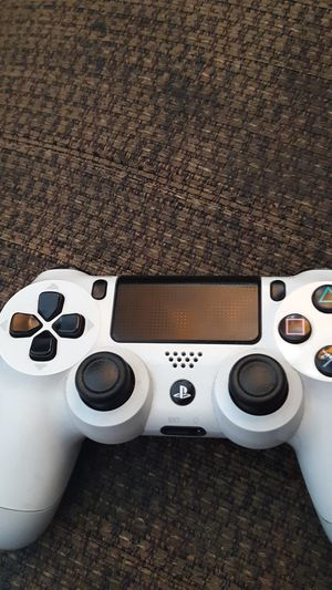 White Ps4 controller for Sale in Los Angeles, CA
