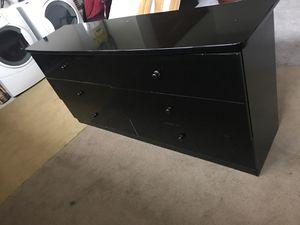Dresser in good condition for Sale in Vista, CA