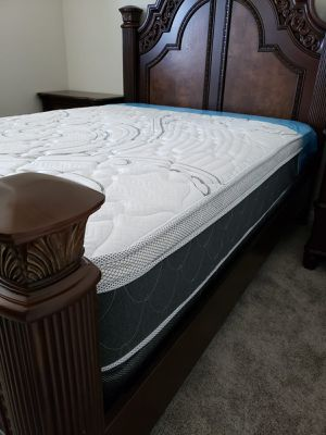 NEW QUEEN PILLOW TOP MATTRESS WITH BOX SPRING. Bed frame is not available. Take it home the same day 👍 for Sale in Lake Worth, FL