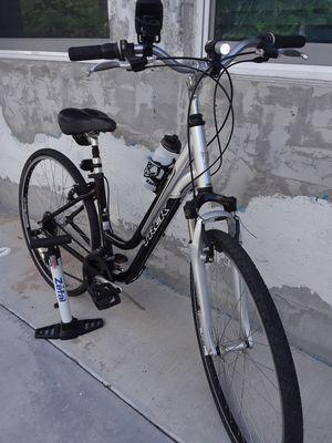 "28"" TREK 7100 ladies bike $220.00 excellent condition. for Sale in Miami, FL"