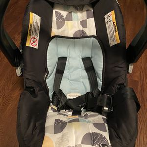 Newborn Baby Carseat for Sale in Sterling Heights, MI