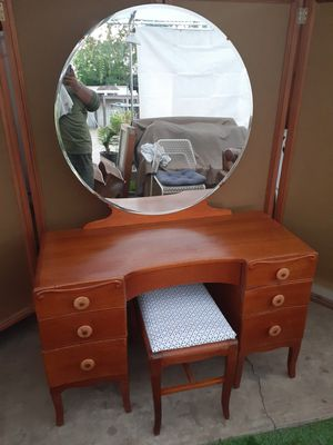Vintage made in USA vanity desk table with mirror and matching chair stool for Sale in San Diego, CA