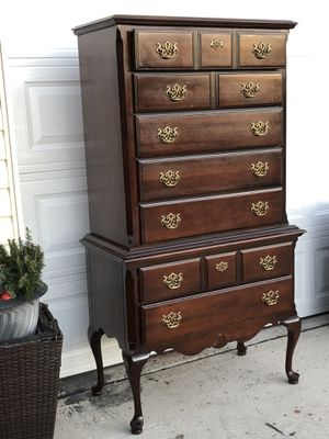 Kincaid Very Tall Dresser with multiple drawers. Very good condition. Delivery available. Hablar espanol. 19wx38Lx67H for Sale in Raleigh, NC