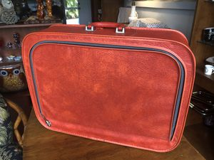 Vintage Soft Side Orange Zip Front Suitcase. for Sale in Punta Gorda, FL