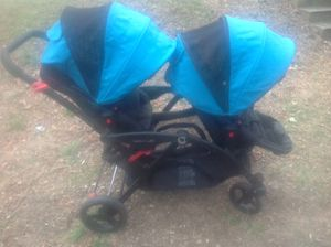 Double Stroller - Folding/removable seats ($400 new) for Sale in Rockville, MD