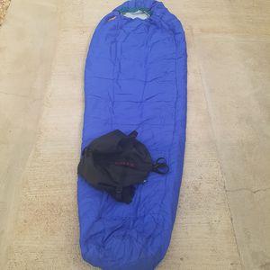 "Kelty Sawtooth 20 Degree Right Mummy Sleeping Bag Polarguard 32"" by 84"" 48 ounces blue no rips or tears zipper good camping hiking beach for Sale in San Bernardino, CA"