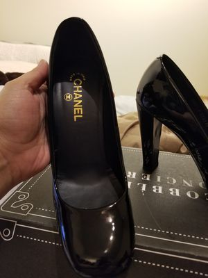 Authentic Chanel Black Patent Leather Classic Pumps Gold Logo on Heels. Size 41 for Sale in Seattle, WA