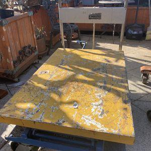 770Lb. Capacity Heavy Duty Hydraulic Table Cart for Sale in Whittier, CA