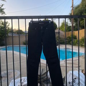 In demand women's essential black Levi jeans. Preloved garment Condition : great Size : 6M W28 L32 Material : Cotton Super comfortable material for Sale in Pomona, CA